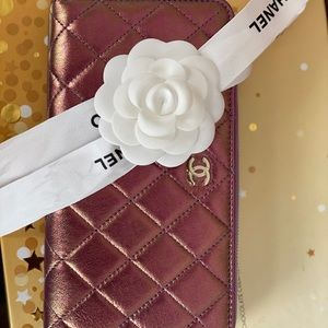 Brands new zip wallet with tag on